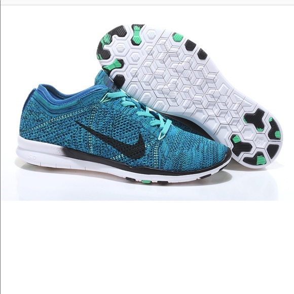 low priced 31b65 36810 Nike Flyknit Sneakers 👟. M 5bf9b3b7409c151bf0e478a5